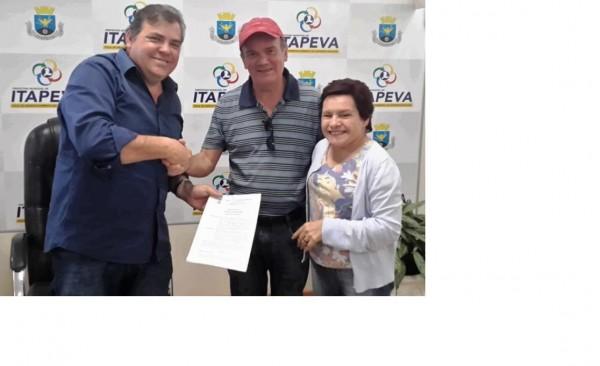 Prefeito Comeron, vice-prefeito Geraldo Almeida e secretária Setembrina Oliveira.