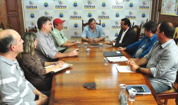 Reunião tratou de assuntos relacionados à primeira etapa da construção da escola.