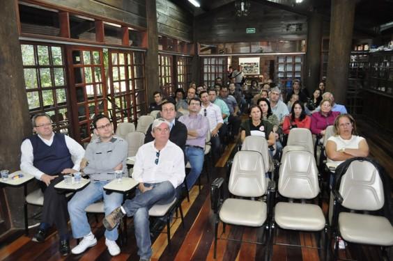 Autoridades municipais e representantes da sociedade organizada participaram da audiência