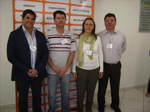 Da esquerda para à direita, vice-prefeito de Itararé, José Eduardo Vieira; Palmeirense ; prefeita de Itararé Maria Cristina Ghizzi e o presidente da Associação Comercial de Itararé, Reinaldo Santiago.