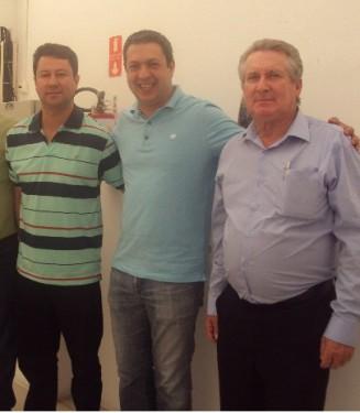 Jr. Palmeirense e Brás ladeiam o deputado Ricardo Izar