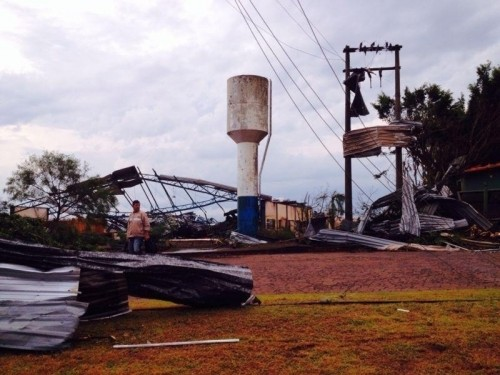 Rastro de destruição em Taquarituba