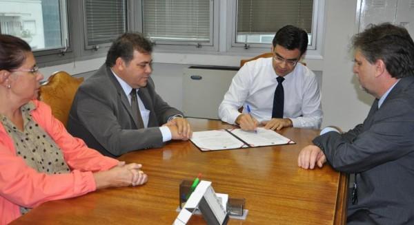 Terezinha da Paulina, prefeito Comeron, secretário Rodrigo Garcia e Marco André de Oliveira