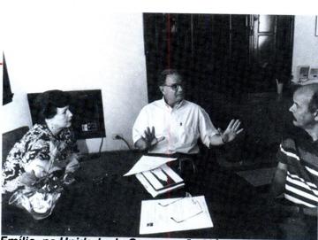 Emilio, na Unidade de Cooperação Médica, em Havana, discute vinda de médicos cubanos a Angatuba.
