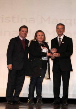 Regiane Cristina recebe o prêmio destaque