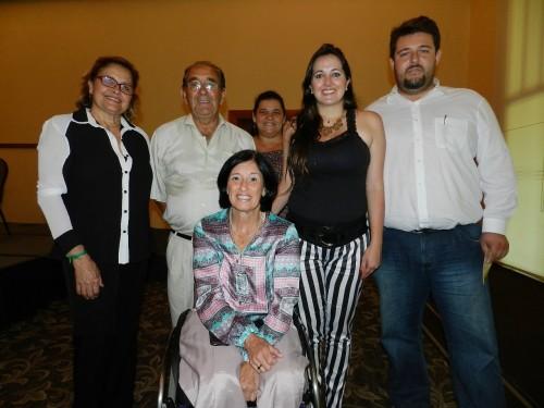 Secretária Gibinha à esquerda e os demais membros de Campina do Monte Alegre com  a deputada Célia Leão.