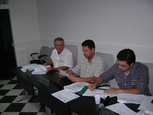 Vereadores Brás Rochel, (PMDB) Jr.Palmeirense (PMDB) e Bruno Santi(PSC), omitidos na informação de devolução de verba para o executivo.