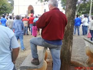 No comportamento de um assessor da prefeitura está refletido o tratamento da atual administração para com a praça.