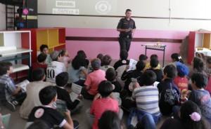 O-guarda-civil-e-instrutor-Samuel-Rafael-Andrade-na-oficina-sobre-o-meio-ambiente.