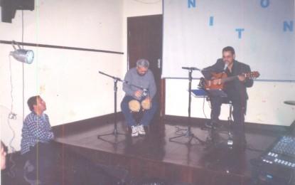 """O show """"Nilton-Um Banquinho e um Violão"""" realizado na Casa da Cultura de Angatuba está disponível em DVD"""