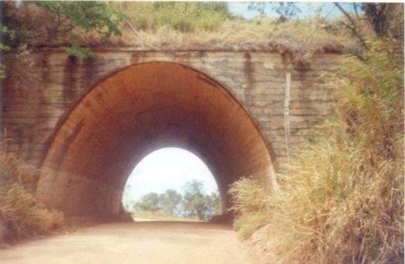Estrada do túnel sob a rodovia Raposo Tavares.