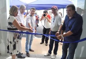 Prefeito, vice-prefeito, secretária da Ação Social e presidente da Câmara oficializam a inauguração
