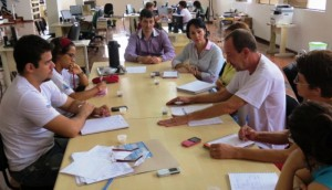 Secretária Vânia Páschoa na reunião com a equipe do Projeto Rondon