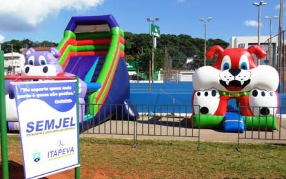 """Secretaria de Esportes promoveu o projeto """"Família na Praça"""" em Itapeva"""