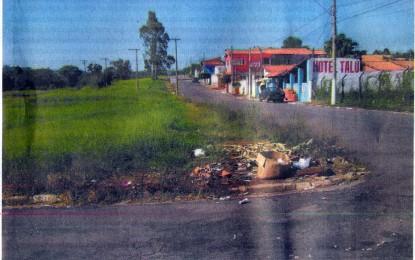 Lixo tem sido jogado em terrenos do perímetro urbano