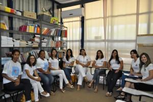 A farmacêutica e coordenadora do NASF, Alessandra M. I. Proença e as estagiárias de Farmácia, da Fait