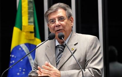 AGOSTO DE 2012 – Senador do PSDB apresenta proposta para acabar com salário de vereador em cidades com menos de 50 mil habitantes