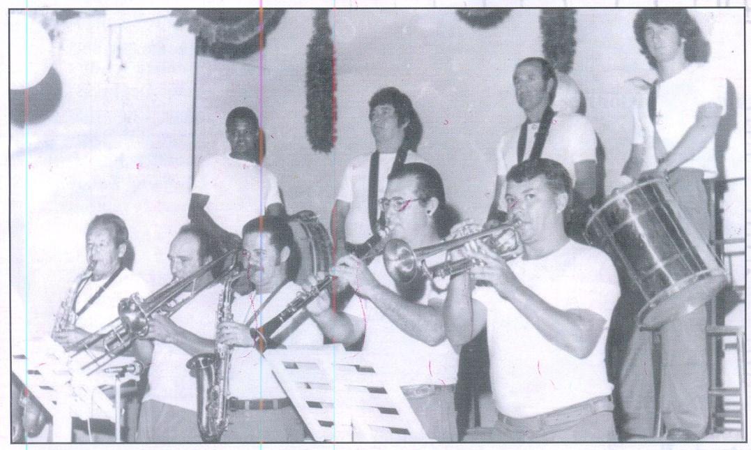 """Nelsinho tocando em carnaval de salão com o """"Conjunto da Banda"""" na década de 60."""