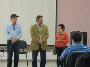 Vice-prefeito de Itapeva Geraldo Almeida à esquerda e a secretária da Cultura Setembrina na abertura co Encontro Regional.
