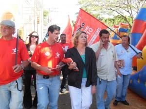 Deputada federal Iara Bernardi , que agora sai candidata a deputada estadual, em companhia de petistas locais, na sua campanha em 2010.