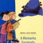 """""""A Montanha Encantada"""" (1945)- Maria José Dupré.  Livro infanto-juvenil que deu origem à série de aventuras com os cães Pingo e Pipoca, e que servem de prenúncio ao Cachorrinho Samba, e em seguimento às aventuras iniciadas por um grupo de garotos em """"A Ilha Perdida"""". A história trata da visita à fazendo pelo grupo de garotos composto por Oscar, Vera, Lúcia e Quico, aos quais se juntara a menina Cecília, uma prima, e que dá o mote da nova aventura ao relatar haver visto uma luz brilhar no alto da montanha ali existente. Da exploração do estranho brilho descobrem um mundo subterrâneo feito em ouro e habitado por anões, em que os valores diferem do mundo real. Dividido em dezoito capítulos, a obra revela como podem ser criativas as férias em um sitio, em que aventura se mistura à fantasia.1"""