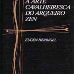 """""""A arte cavalheiresca do arqueiro Zen (   ) Eugen Herrigel. O autor conta a sua extraordinária experiência como discípulo de um mestre Zen, com quem aprendeu a arte de atirar com arco, durante os anos em que viveu no Japão como professor da Universidade de Tohoku. Sem dúvida, este é um livro maravilhoso que ajudará o leitor a """"penetrar na essência dessa experiência oriental, até agora tão pouco acessível aos ocidentais"""". Eugen Herrigel (20 março de 1884,  18 de abril de 1955 ) filósofoalemão  que ensinou filosofia na Universidade de Tohoku Imperial em Sendai , Japão (1924-1929 )e introduziu Zen para grande parte da Europa através de seus escritos . Enquanto vivia no Japão  ele estudou kyūdō , japonês tradicional arco e flecha com  Awa Kenzo (1880-1939), um mestre na arte, na esperança de aprofundar sua compreensão do zen."""