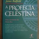 """""""A Profecia Celestina"""" (2009)- James Redfield.  Inspirado num antigo manuscrito peruano, """"A Profecia Celestina"""" é uma parábola repleta de verdades fundamentais. O livro contém segredos surpreendentes . São as nove visões, que nos aproximam de uma nova e emocionante imagem da vida humana. A Profecia Celestina vai lhe trazer esperança e muitas surpresas. Você vai perceber como as previsões reveladas neste livro podem ser associadas aos fatos mais importantes do nosso século, e também ao nossos relacionamentos mais íntimos. Obras como esta iluminam nossa compreensão do futuro, nos ajudando a compreender o salto que que o homem se prepara para dar, quando chegar o próximo milênio. Um livro que surge uma vez na vida e muda tudo, para sempre."""
