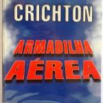 """""""Armadilha Aérea (1997)- Michael Crichton. Três passageiros mortos. Cinqüenta e seis feridos. O interior da cabine de passageiros praticamente destruído. O piloto, no entanto, consegue pousar o avião. No momento em que a questão da segurança no transporte aéreo ocupa um lugar prioritário na mente do público, um desastre a bordo de um jato comercial dispara uma frenética investigação. Erro do piloto, falha do projeto, sabotagem, essas são as possibilidades com que a equipe de engenheiros da Norton Aircraft se depara. 'Armadilha Aérea' é uma leitura sem escalas; a extraordinária fusão de suspense e verdadeira informação sobre um assunto de grande interesse que tem sido a marca registrada de Michael Crichton. John Michael Crichton (Chicago, 23 de outubro de 1942 — Los Angeles, 4 de novembro de 20081 ), escritor, produtor de filmes e de televisão estadunidense. Seus trabalhos mais conhecidos são novelas de ficção científica, dentre os quais, sua obra mais conhecida, """"Parque dos Dinossauros"""", adaptado para o cinema por Steven Spielberg com o título Jurassic Park, e a série de televisão ER."""