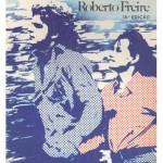 """""""Cleo e Daniel"""" (1965)- Roberto Freire. Um psicanalista em crise, Rudolf Flugeman, é o ponto de partida para """"Cleo e Daniel"""". Sucesso absoluto de vendas na época, o livro foi levado aos cinemas em 1970 com Myriam Muniz, Sônia Braga e John Herbert no elenco em um filme dirigido pelo próprio autor. Roberto Freire, que era psicanalista (e anarquista), inspirou-se na tragédia """"Daphnis e Chloe"""" do poeta romano Longus para escrever sua história. Cleo e Daniel são pacientes do dr. Rudolf e ambos tem entre 15 e 17 anos. Ela, Cleo, se recupera de um aborto imposto pela mãe. Ele, Daniel, é um jovem revoltado e agressivo. Ao se encontrarem, eles iniciam um romance repleto de sonhos de liberdade, sexo e conflitos.Joaquim Roberto Corrêa Freire (São Paulo, 18 de janeiro de 1927 / São Paulo, 23 de maio de 2008), médico psiquiatra e escritor conhecido por ser o criador de uma nova e heterodoxa técnica terapêutica denominada Soma (somaterapia), baseada no anarquismo e nas ideias de Wilhelm Reich. Foi também diretor de cinema e teatro, autor de telenovela, letrista e pesquisador científico.Entre suas obras literárias mais importantes, figuram  além de """"Cléo e Daniel"""", """"Sem entrada e sem mais nada"""", """"Coiote e os ensaios"""" """"Utopia e Paixão"""", """"Sem Tesão Não Há Solução"""" e """"Ame e dê Vexame"""". Escreveu também contos eróticos, literatura policial e infantil. Em 2003, lançou a autobiografia """"Eu é um outro""""."""