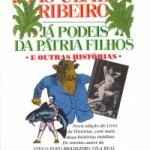"""""""Já podeis da pátria filho e outras histórias"""" (2014)- João Ubaldo Ribeiro. O narrador é um porteiro nordestino que fala sobre o que vê na vizinhança. Faz lembrar muito o 'Livro de Histórias', que é uma das obras mais engraçadas da literatura brasileira, no nível de Mark Twain e Monteiro Lobato. Tem um morador gay com um cachorro que o ajuda a farejar possíveis namorados"""".  A expectativa é que a edição comemorativa dos 30 anos de """"Viva o Povo Brasileiro"""", clássico do escritor, no fim do ano,sirva como mote para a publicação dos contos inéditos. Desde a morte do autor, a editora teve de fazer uma reposição de emergência em duas grandes redes pela alta demanda. João Ubaldo Osório Pimentel Ribeiro (Itaparica, 23 de janeiro de 1941 / Rio de Janeiro, 18 de julho de 2014) , escritor, jornalista, roteirista e professor  formado em direito e membro da Academia Brasileira de Letras. Foi ganhador do Prêmio Camões de 2008, maior premiação para autores de língua portuguesa. Teve algumas obras adaptadas para a televisão e para o cinema, além de ter sido distinguido em outros países, como a Alemanha. É autor de romances como """"Sargento Getúlio"""", """"O Sorriso do Lagarto"""", """"A Casa dos Budas Ditosos"""", que causou polêmica e ficou proibido em alguns estabelecimentos, e """"Viva o Povo Brasileiro"""", tendo sido, esse último, destacado como samba-enredo pela escola de samba Império da Tijuca, no Carnaval de 1987. Pai do ator e apresentador Bento Ribeiro."""