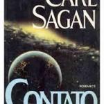 """""""Contato"""" (1985)- Carl Sagan. É um livro de ficção científica  em que alguns dos traços da personalidade de Sagan ficam evidentes no caráter da protagonista, Ellie Arroway, do SETI. O livro discorre sobre muitos dos interesses do autor ao longo da sua vida, especialmente o primeiro contacto com extraterrestres. Tanto o livro como o filme adaptado por Robert Zemeckis têm em comum a discussão entre razão e fé. O filme é razoavelmente fiel à ideia principal do livro. Grandemente baseada na carreira do próprio Sagan, a história é uma defesa da Ciência. Uma ideia central ao livro é a de que a ciência e a razão também podem ser meios através dos quais uma pessoa pode experimentar um fascínio sobre o Universo que geralmente é associado exclusivamente à religião e à fé. Carl Edward Sagan (Nova Iorque, 9 de novembro de 1934 /Seattle, 20 de dezembro de 1996), cientista, astrobiólogo, astrônomo, astrofísico, cosmólogo, escritor e divulgador científico . Sagan é autor de mais de 600 publicações científicas , e também autor de mais de 20 livros de ciência e ficção científica. Foi durante a vida um grande defensor do ceticismo e do uso do método científico, promoveu a busca por inteligência extraterrestre através do projeto SETI e instituiu o envio de mensagens a bordo de sondas espaciais, destinados a informar possíveis civilizações extraterrestres sobre a existência humana."""