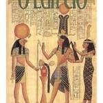 """""""O Egípcio"""" (1945)- Mika Waltari. O livro conta a jornada de um médico egípcio que abandonado quando criança, foi criado por pais adotivos. Tendo conhecido e ingressado na corte do faraó Amenófis IV (Aquenáton), ele conhece uma mulher bela e ardilosa, por quem se apaixona alucinadamente, perdendo todos os seus bens e a própria dignidade moral. Então ele foge do Egito e por uma amizade com um dos comandantes do faraó torna-se um espião do exército egípcio e por conta disso viaja para as terras da Babilônia, Creta, Hati e Síria. Mika Waltari (Helsinque, 19 de Setembro de 1908 /26 de agosto de 1979) escreveu vários livros, dentre os quais o mais conhecido é """"O Egípcio"""".Escreveu outras sete obras históricas, ambientadas em várias culturas antigas, como por exemplo """"O Anjo Negro"""", ambientada durante a queda de Constantinopla em 1453. Nessas obras, Waltari dava bastante destaque ao seu pessimismo e, em duas histórias ambientadas no Império Romano, à sua convicção cristã. Tornou-se membro da Academia Finlandesa em 1957 e recebeu título de doutor honorável pela Universidade de Turku em 1970. Waltari foi um dos mais prolíficos escritores da Finlândia e é considerado o mais conhecido escritor finlandês. Seus trabalhos foram traduzidos para mais de 40 idiomas."""