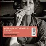 """""""Poemas"""" (  )- Wislawa Szymborska. Com sua poesia indagadora, Szymborska foi chamada """"poeta filosófica"""", ou """"poeta da consciência do ser"""". No Brasil, teve poemas esparsos publicados em jornais e revistas ao longo dos anos, mas esta edição da Companhia das Letras, com seleção, introdução e tradução de Regina Przybycien, é a primeira oportunidade que tem o leitor brasileiro de lê-la em português. A coletânea de 44 poemas é uma belíssima apresentação à obra dessa importante poeta contemporânea.Wisława Szymborska (Kórnik, Polônia, 2 de Julho de 1923 / Cracóvia,  Polônia,1 de fevereiro de 2012) foi uma escritora polaca. Poetisa, crítica literária e tradutora, viveu em Cracóvia, onde se formou em Filologia Polaca e Sociologia pela Universidade Jaguellonica. A sua extensa obra, traduzida em 36 línguas, foi caracterizada pela Academia de Estocolmo como «uma poesia que, com precisão irónica, permite que o contexto histórico e biológico se manifeste em fragmentos da """"realidade humana"""", tendo sido a poetisa definida, como """"o Mozart da poesia"""""""
