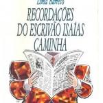 """""""Recordações do Escrivão Isaías Caminha"""" (1917)- Lima Barreto. O primeiro romance do escritor. Com referência auto-biográfica, tem como tema o racismo e a subordinação. Monteiro Lobato não fez restrições à linguagem do autor, criticada na época por conta de """"alguns deslizes"""", Lobato gostou do texto e o elogiou a Rangel: """"Como ainda estou de resguardo e preso em casa, leio como nos bons tempos de Taubaté. Fechei neste momento um romance de Lima Barreto, Isaías Caminha. É dos tais legíveis de cabo a rabo. Romancista de verdade"""". O jornal """"O Globo"""" da ficção de Barreto e alvo de críticas duras era na verdade o prestigioso Correio da Manhã, segundo Lobato, os jornalistas na época tentaram ignorar a obra devido à ofensa da denúncia, o que certamente prejudicou muito o início da carreira de Lima, ainda segundo Lobato, Lima é o criador de uma nova fórmula de romance: a crítica social sem doutrinarismo dogmático. Lima chegou a trabalhar no Correio da Manhã mas com a publicação de """"Recordações do escrivão Isaías Caminhas"""" onde faz críticas contundentes a Edmundo Bittencourt, o proprietário do jornal, Lima Barreto tornou-se persona non grata, não só neste jornal mas em todos os outros grande jornais no Rio de janeiro. Afonso Henriques de Lima Barreto, melhor conhecido como Lima Barreto, nascido no Rio de Janeiro em 13 de maio de 1881, jornalista e um dos mais importantes escritores brasileiros.Foi o crítico mais agudo da época da República Velha no Brasil, rompendo com o nacionalismo ufanista e pondo a nu a roupagem da República, que manteve os privilégios de famílias aristocráticas e dos militares."""