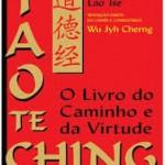 """""""Tao-te king"""" ou """"Tao Te Ching"""" (escrito entre 350 e 250 a.C)-Lao Tse ou Lao Tzi., filósofo e alquinista chinês nascido entre os séculos 14 e 4 a.C.. Comumente traduzido como """"O Livro do Caminho e da Virtude"""",  é uma das mais conhecidas e importantes obras da literatura da China. Sua autoria é, tradicionalmente, atribuída a Lao Tzi (literalmente, """"Velho Mestre""""), porém a maioria dos estudiosos atuais acredita que Lao Tzi nunca existiu e que a obra é, na verdade, uma reunião de provérbios pertencentes a uma tradição oral coletiva versando sobre o tao (a """"realidade última"""" do universo)3 . A obra inspirou o surgimento de diversas religiões e filosofias, em especial o taoísmo e o budismo chan  (e sua versão japonesa, o zen). Há muitos sentidos para o significado do nome Tao Te Ching. Suas palavras isoladas significam: Tao (Infinito, a Essência, a Consciência Invisível, o Insondável, ocomo, de como as coisas acontecem.); Te (que significa força, virtude, mas de uma forma não ligada aos nossos valores ocidentais); Ching (livro, escrito, manuscrito). Literalmente, portanto, significa """"O livro de como as coisas funcionam"""", e na realidade é este o seu objetivo, mostrar como as coisas no universo funcionam segundo o Tao. Também significa """"O Livro que Revela Deus"""" e """"O livro que leva à Divindade""""."""