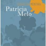 """""""Elogio da Mentira"""" (1998)- Patrícia Melo. """"Elogio da Mentira"""" é o título de um livro escrito pela autora brasileira Patrícia Melo. É basicamente um romance policial onde o escritor de catorze livros, José Guber, solteiro, se envolve com a bióloga Fúlvia Melissa, casada, especialista em ofídios. A trama se desenvolve quando Fúlvia usando o pretexto de que o marido a maltrata, convida o escritor para um assassinato, que não funciona na primeira tentativa, mas deixa o marido, Ronald, sem uma perna. Depois, envolvido nos carinhos da bióloga, José Guber decide simular um assalto e Fúlvia mata Ronald sem piedade. Quando finalmente conseguem se casar, tudo se torna monótono e entediante, até que Josér Guber que estava em crise de criatividade, entrou para o ramo da auto-ajuda, se torna rico e passa a ter relações com a secretária Ingrid e juntos eles descobrem que José é apenas mais uma parte do plano da bióloga de se tornar rica. A escritora Patrícia Melo (Assis, 2 de outubro de 1962) , escreve principalmente obras policiais, conhecida por seus livros dedicados a analisar a mente de criminosos1 . É casada com o maestro John Neschling. Em 2001, ganhou o Prêmio Jabuti de Literatura por seu trabalho em """"Inferno"""". No mesmo ano, havia iniciado no teatro trabalhos com a peça """"Duas Mulheres e um Cadáver"""" . Voltaria ao teatro em 2003, com a peça """"A Caixa"""". Na televisão, Patrícia acumulou dois trabalhos: a minissérie """"Colônia Cecília"""", que foi ao ar em 1989 na Rede Bandeirantes e """"A Banqueira do Povo"""", produção portuguesa exibida em 1993. No cinema, ficou conhecida por adaptar o livro """"Bufo & Spallanzani"""", de Rubem Fonseca para o cinema. Curiosamente, Rubem Fonseca seria responsável por adaptar seu romance """"Matador"""" para o cinema em 2003, no filme """"O Homem do Ano"""". Em 2009 a autora levou toda sua obra para a Editora Rocco, onde os sete livros lançados pela Companhia das Letras serão relançados ano a ano."""