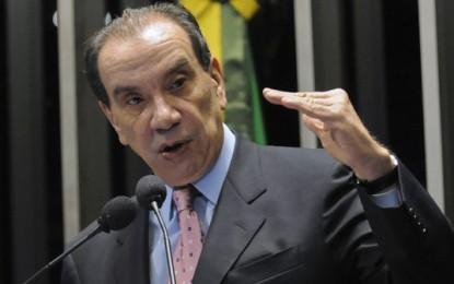 Aloysio Nunes, vice de Aécio, declarou ao TSE que possui duas fazendas avaliadas em R$ 1,00 cada