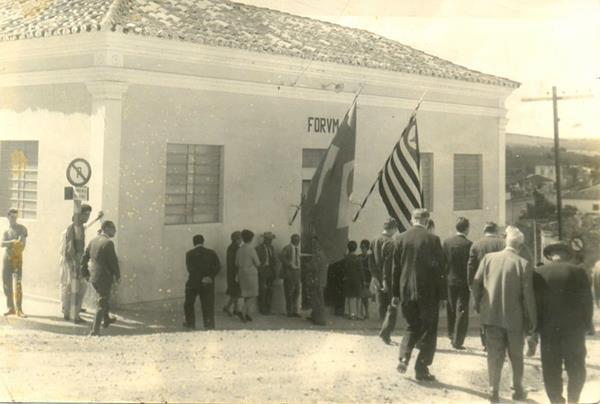 Inauguração da comarca de Angatuba no dia 29 de maio de 1966. O fórum foi sediado primeiramente  em prédio localizado na esquina das  ruas Tte. José Marco de Albuquerque e Salvador Rodrigues dos Santos.