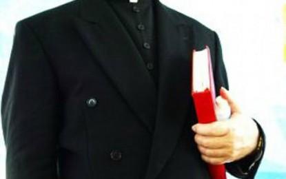 Padres: mensageiros de Deus ou dos interesses políticos ?