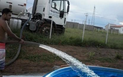 Caminhão pipa da prefeitura de Angatuba serve piscina particular. Pode ?