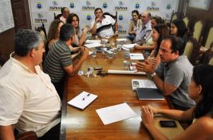 Prefeito Comeron coordena reunião de planejamento das ações contra a dengue no município.