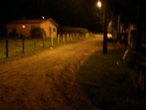 Rua com iluminação precária na noite desta sexta no bairro Teodoros.