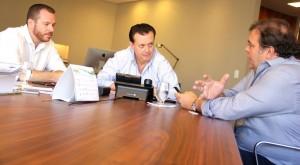 Prefeito-Comeron à direita, no encontro com o ministro Gilberto Kassab ocorrido no mês de março em São Paulo