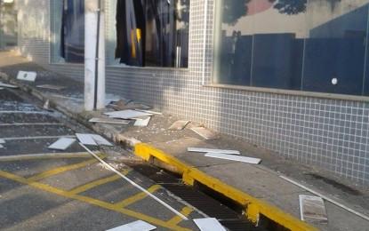 Angatuba vulnerável, assalto na madrugada deixa agências do Banco do Brasil e Santander praticamente destruídas