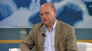 Carlos Neder entrevistado em programa de jornalismo da TV Gazeta.