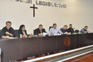 Mesa de autoridades do encontro promovido na Câmara de Itapeva