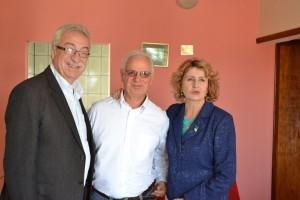 Newton Lima, à esquerda, com o ex-prefeito de Angatuba José Emílio Carlos Lisboa e a então deputada federal Iara Bernard na casa do jornalista Air Antunes em junho de 2014.