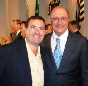 Alckimin, à direita, com o vice-prefeito de Angatuba João Luiz Meira.