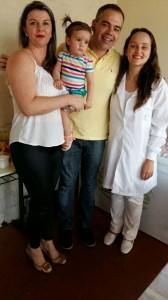 A enfermeira Flávia Gelied com os dentistas Fabiano Barros Martins e Lisiane Barros Bertoletti
