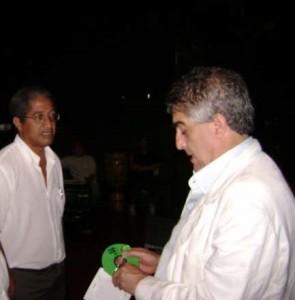 Gilberto Vasconcellos, à direita, quando fez palestra em Angatuba em 2007, com o então coordenador municipal de Cultura Air Antunes.